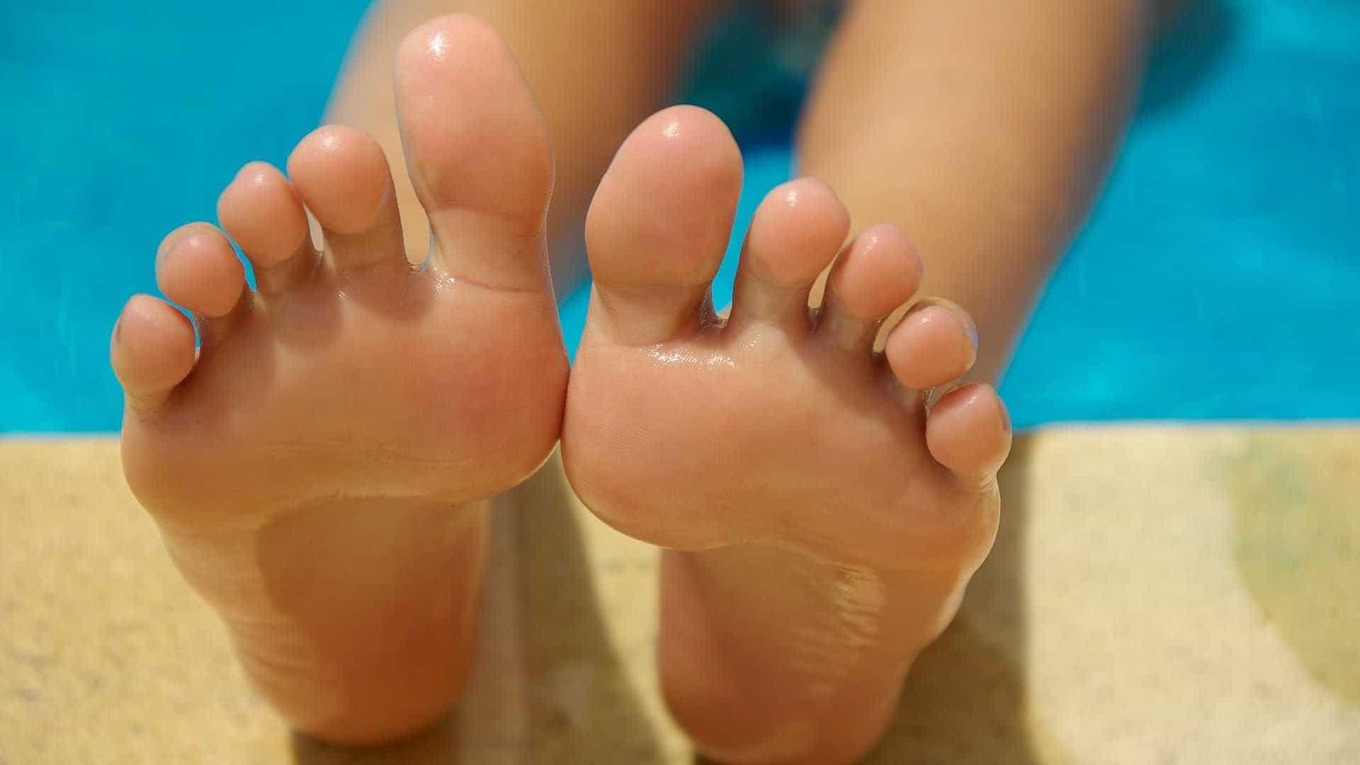 Suor excessivo nos pés
