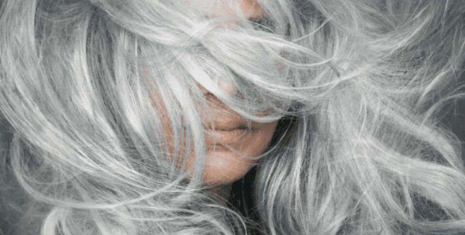 Cabelo grisalho – Dicas de como assumir os fios brancos + Inspirações