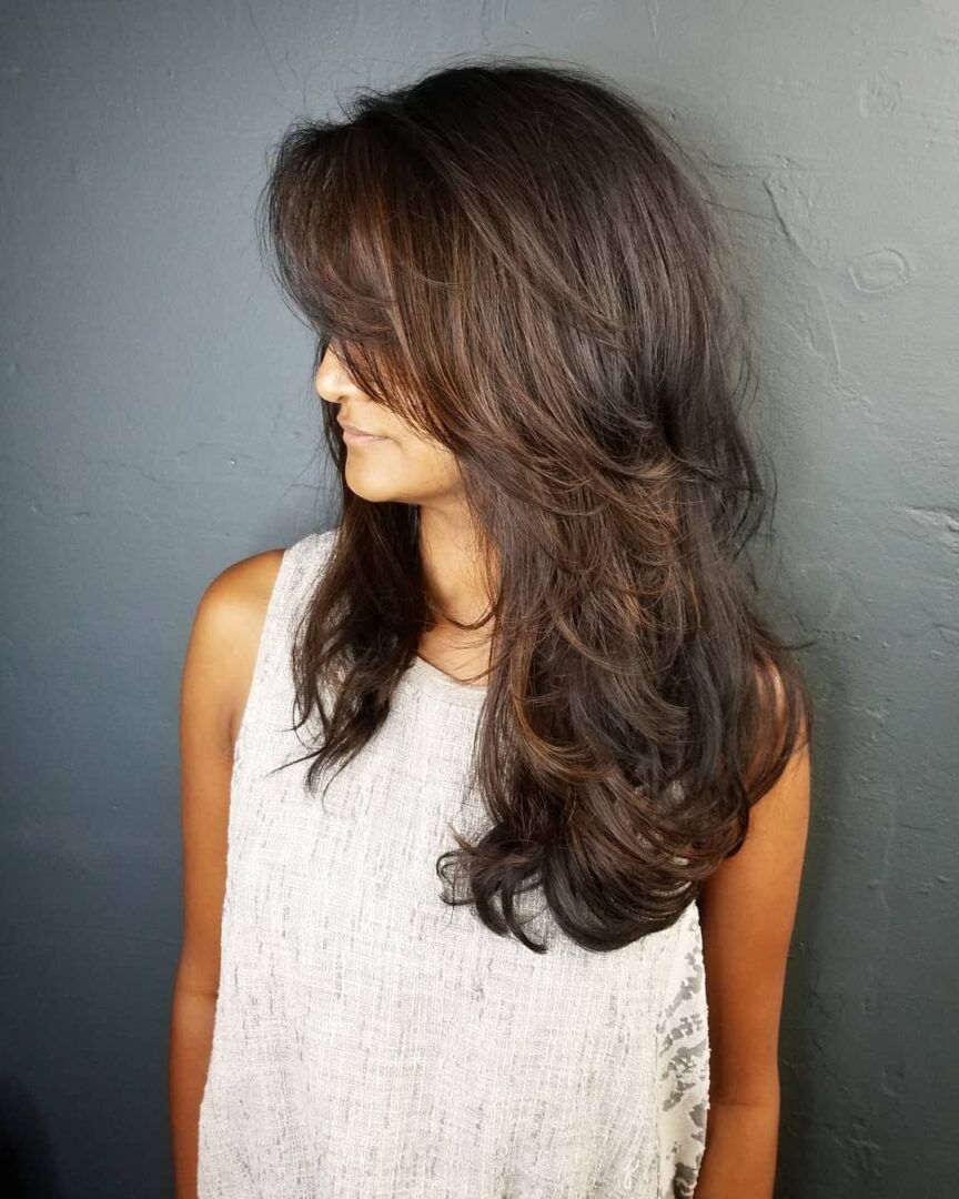 mulher de cabelo médio