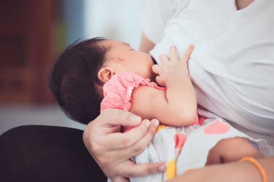 Dor ao amamentar – Causas e como evitar o desconforto para a mãe