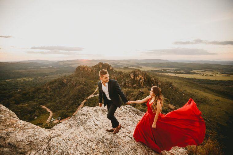 casal no pico dos pirineus
