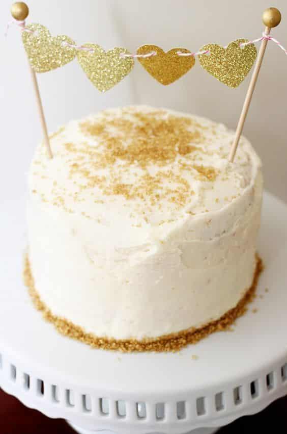 Como decorar bolo com glitter
