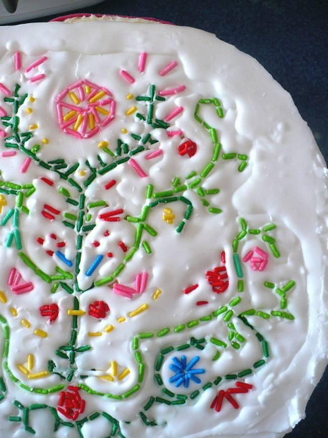 Como decorar bolo com granulado colorido