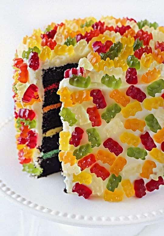 Como decorar bolo com balas gelatinosas