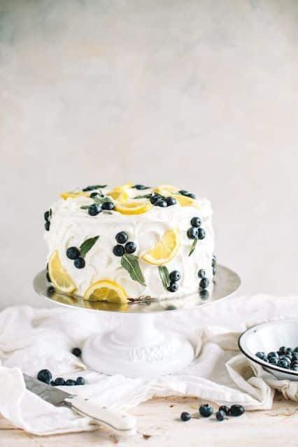 Como decorar bolo com frutas