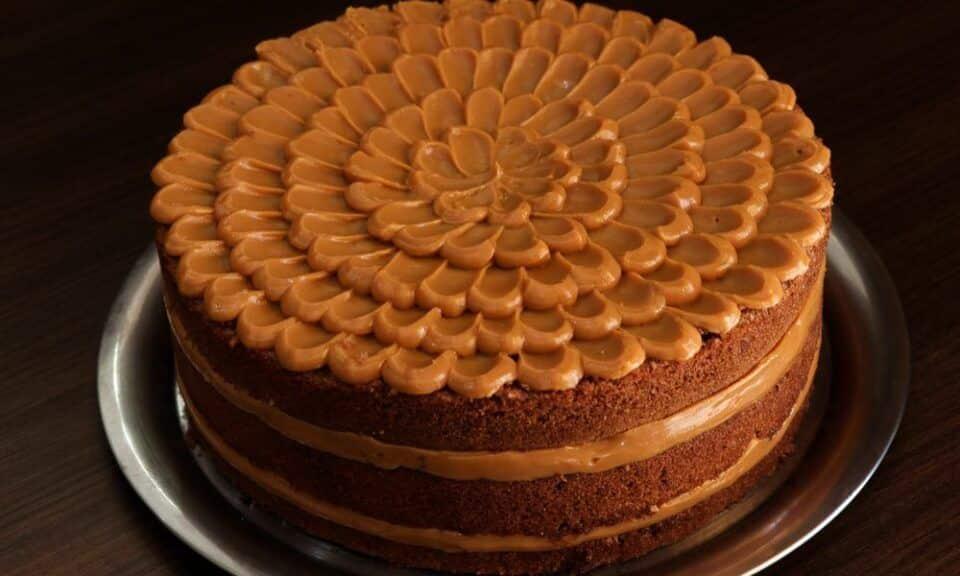 Como decorar bolo? Por onde começar + 26 opções fáceis e criativas