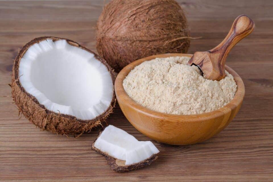 Como fazer farinha de coco – Ingredientes, extração do leite e preparo