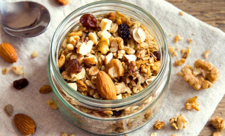 Como fazer granola – 5 receitas caseiras para uma vida mais saudável