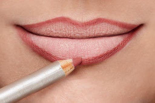 contorno dos lábios com lápis