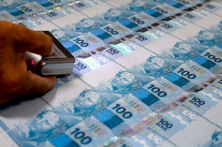 Sonhar com dinheiro falso