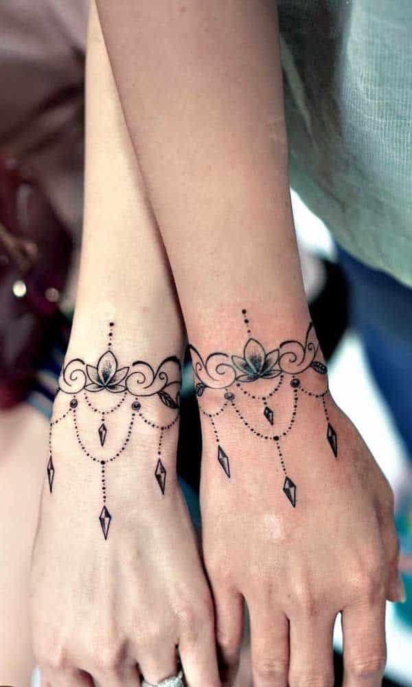 tatuagem de henna nos punhos - Arte Milenar