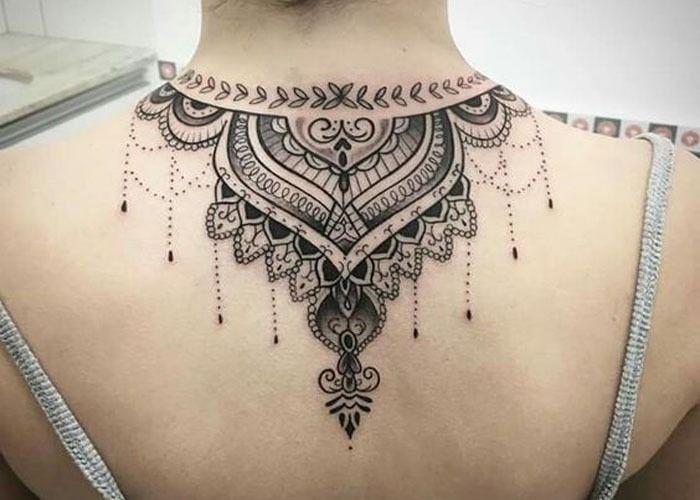 Se inspire tatuagem de henna nas costas - Arte Milenar
