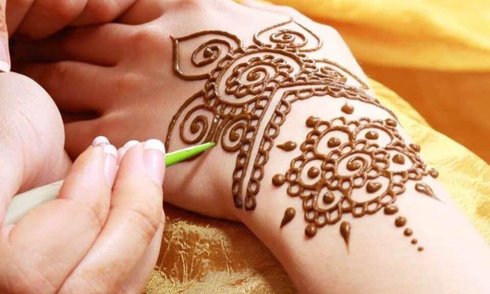 Tatuagem de henna, o que é? Como é feita, cuidados + inspirações
