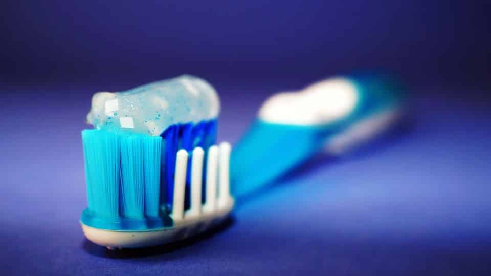 Mancha de pasta de dente – Dicas para salvar as roupas das manchas