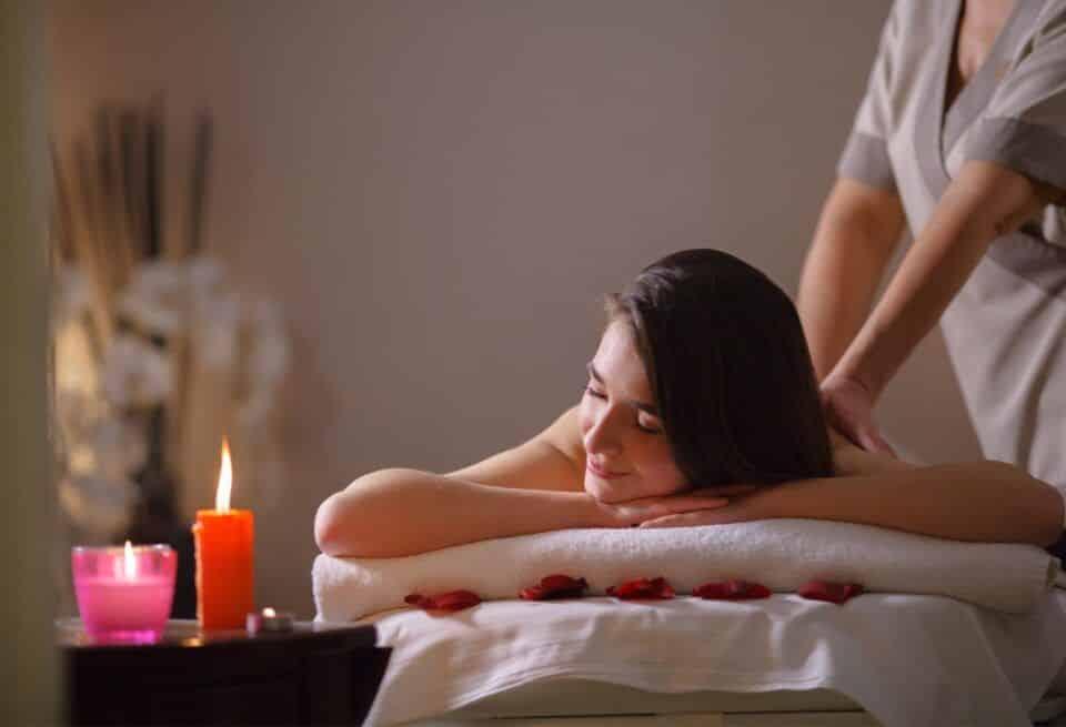 Massagem relaxante, o que é? Tipos , benefícios e contraindicações