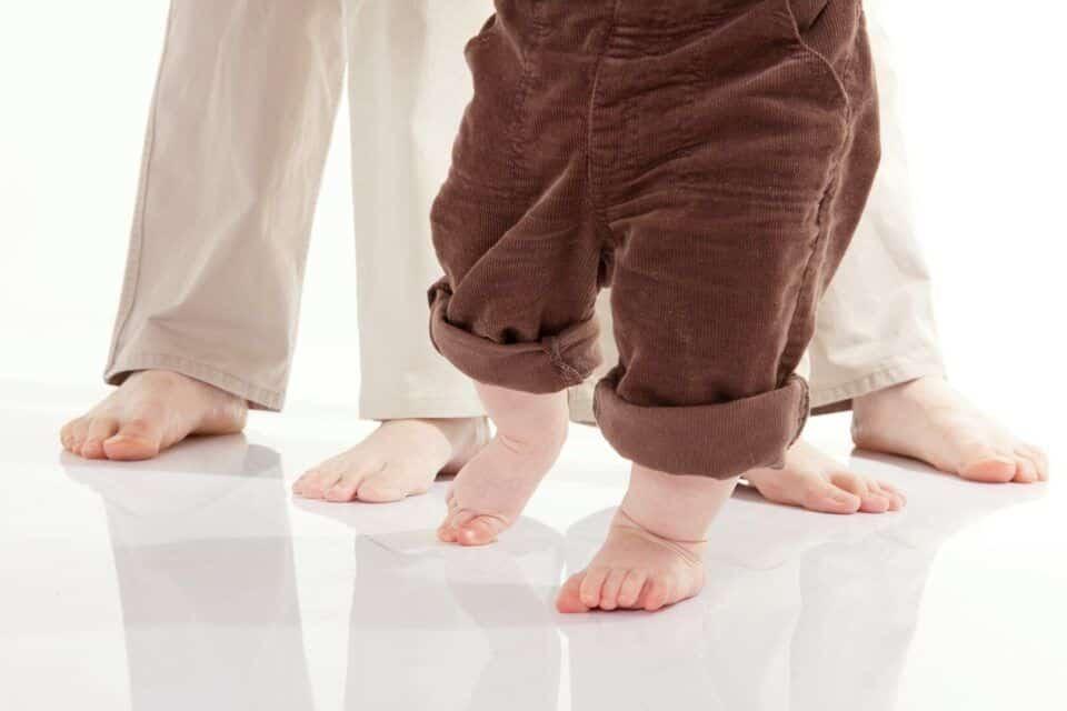 Primeiros passos do bebê? Quando começam e dicas