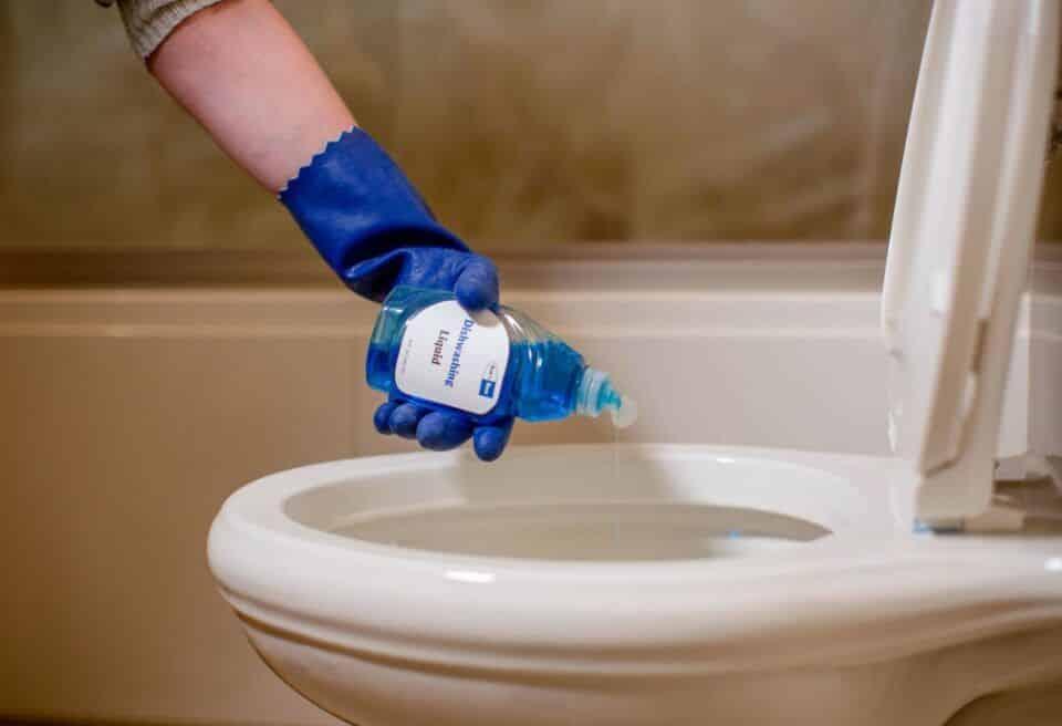 como desentupir vaso sanitario solucoes praticas para usar no dia a dia 1 960x656 - Cómo destapar la taza del inodoro: soluciones prácticas para el uso diario