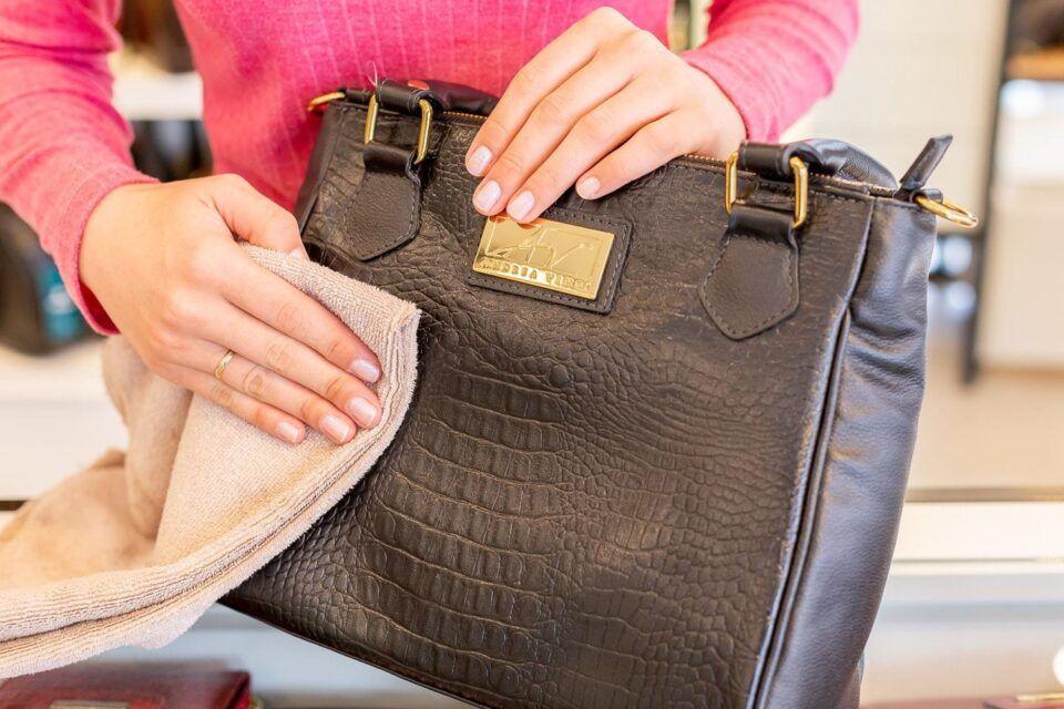 Como limpar bolsa de couro? Passo a passo + dicas infalíveis