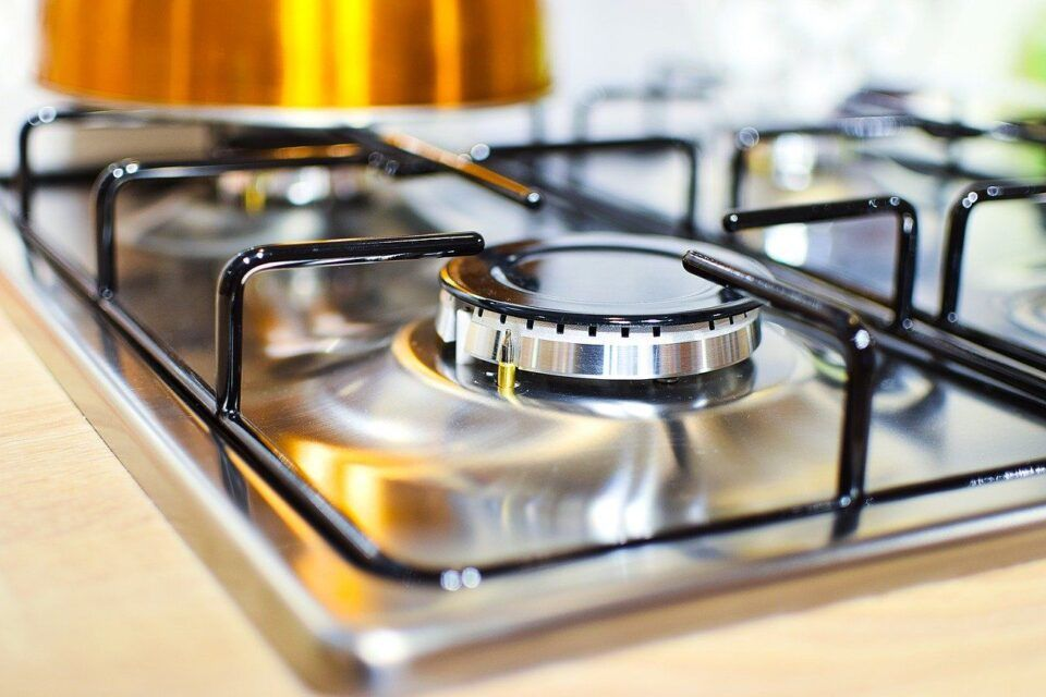 Como limpar fogão inox – Passo a passo e dicas para evitar manchas