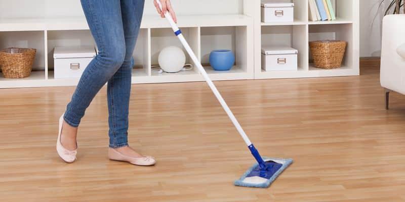 Como limpar piso laminado do jeito certo? Cuidados e dicas
