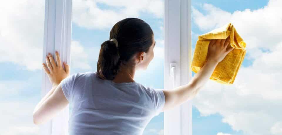 Como limpar vidros – Dicas para manter janelas sem manchas