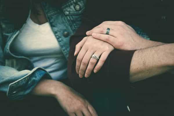Aliança de namoro — tipos e significados do anel de compromisso