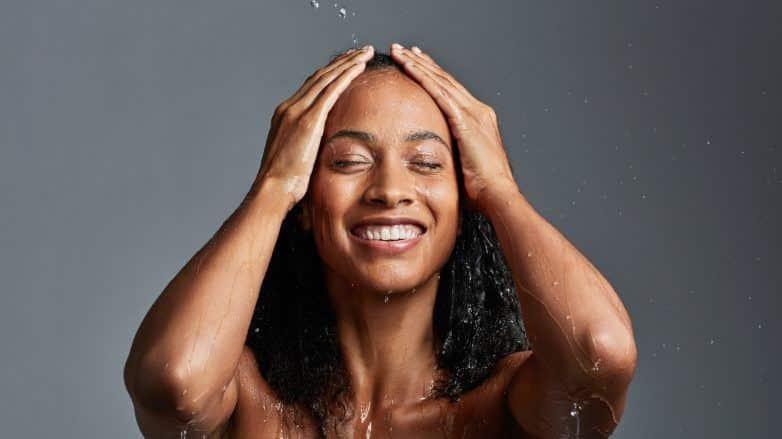 Como lavar o cabelo sem shampoo? Técnicas e benefícios