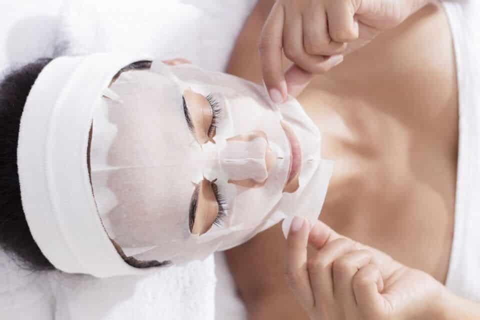 Máscara facial, o que é? Tipos de máscara, benefícios e aplicação
