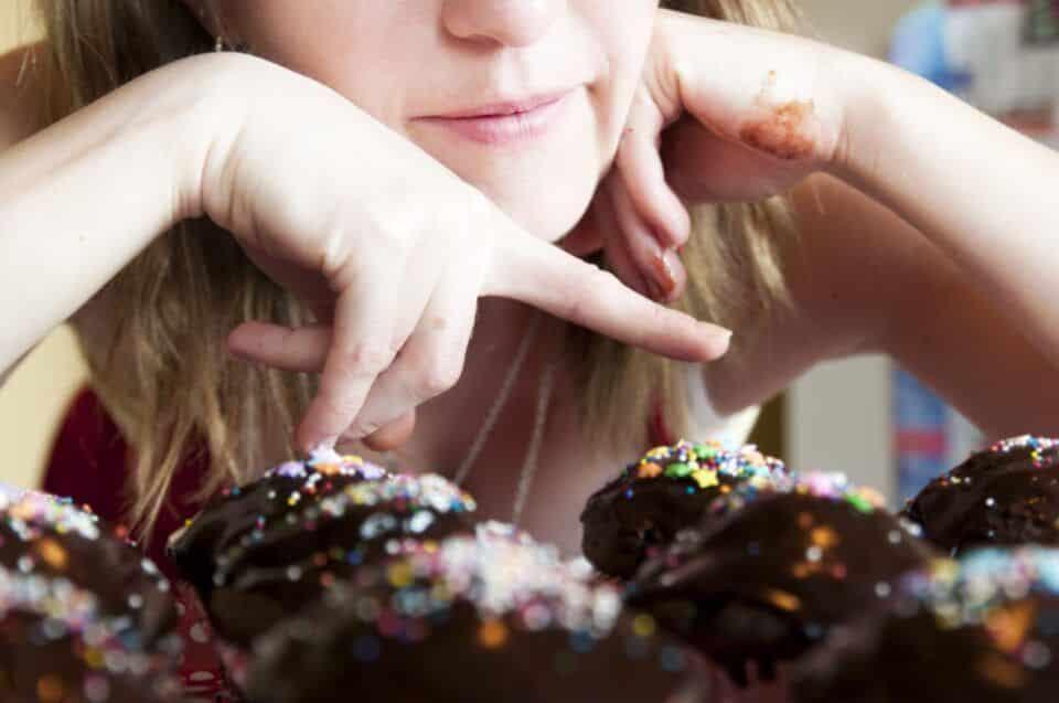 O que não comer na TPM? Alimentos proibidos e permitidos