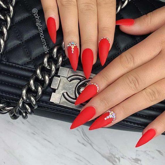 unhas vermelhas historia do esmalte vermelho 50 inspiracoes incriveis 14 - Uñas rojas - Historia del esmalte de uñas rojo + 50 inspiraciones increíbles