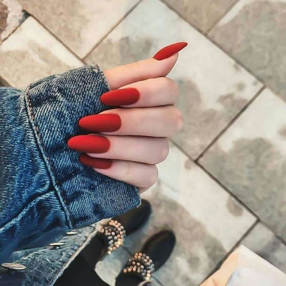 unhas vermelhas historia do esmalte vermelho 50 inspiracoes incriveis 37 - Uñas rojas - Historia del esmalte de uñas rojo + 50 inspiraciones increíbles