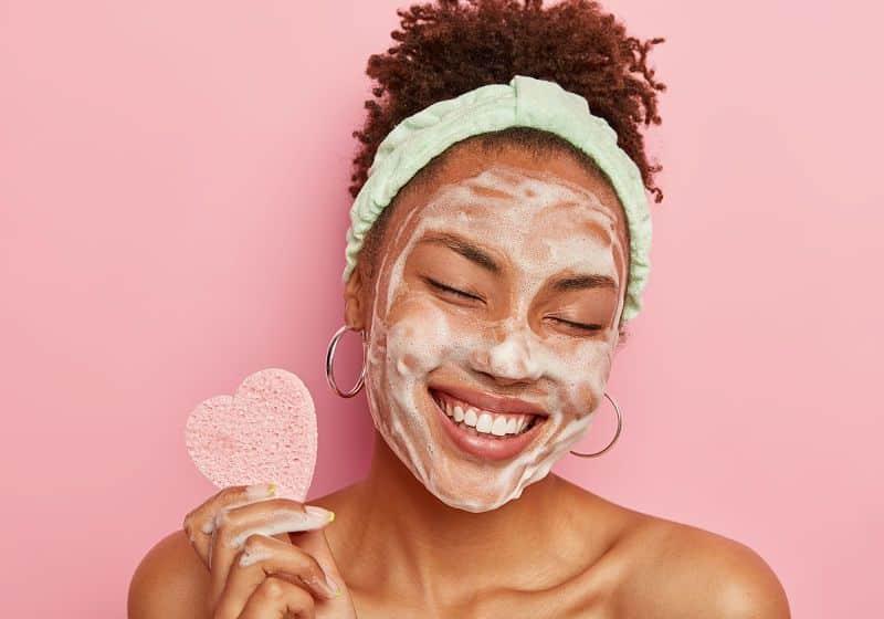 Skincare para tratar manchas de espinhas