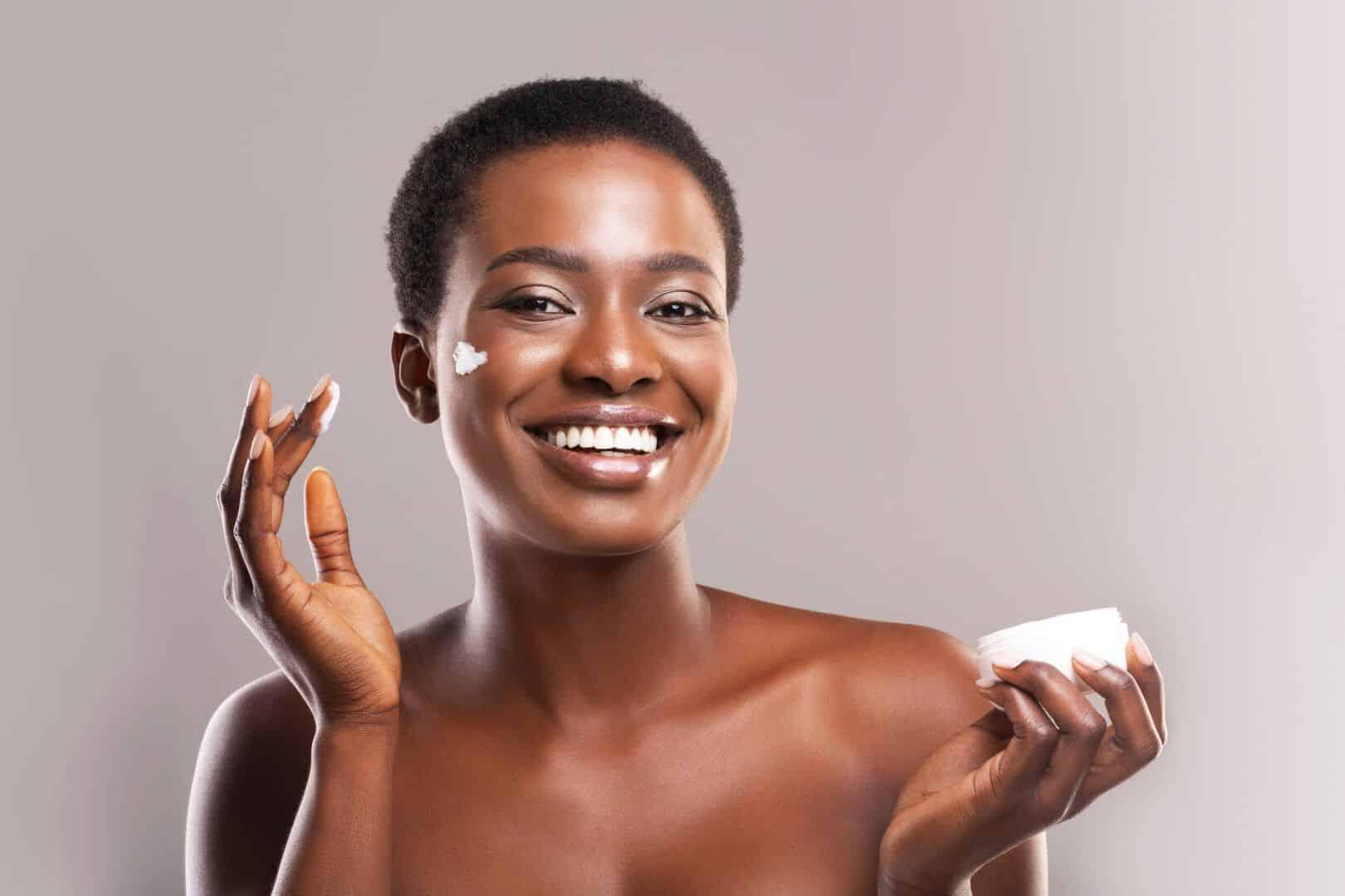 hidratar a pele faz parte da rotina de cuidados