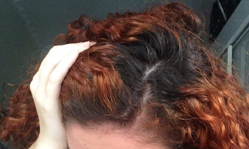 Como retocar a raiz do cabelo em casa? Passo a passo