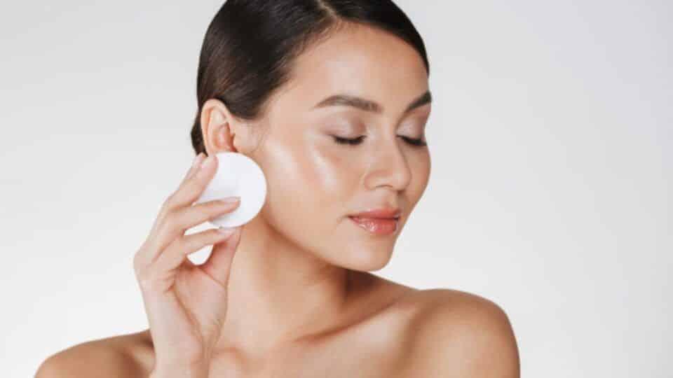 Soro fisiológico na pele – Benefícios do soro para a cútis + receita