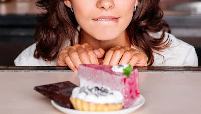 Vontade de comer doce fora do normal? Saiba o que fazer