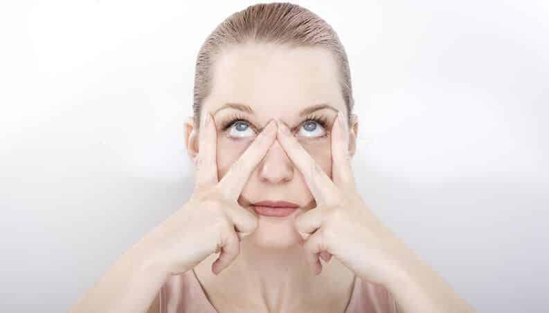 Yoga facial, o que é? Benefícios e passo a passo de exercícios
