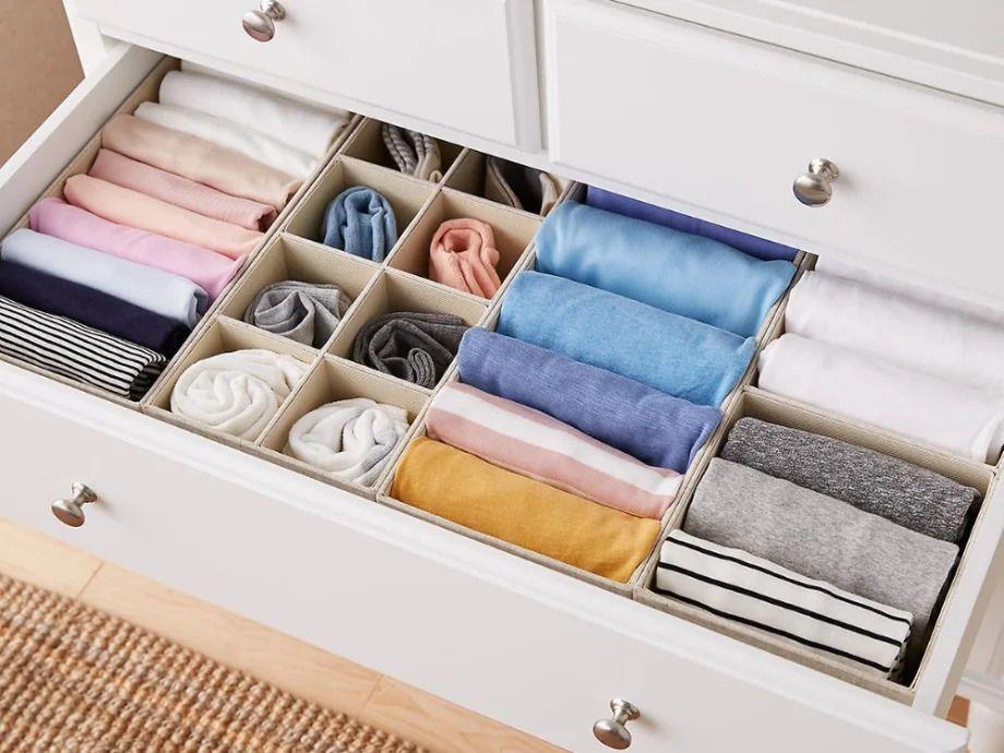 Como dobrar camisa? Dicas que vão facilitar (e muito!) sua vida