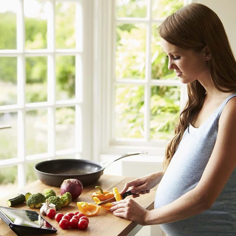 Grávida pode comer pimenta? Mitos e verdades sobre o fruto na gestação