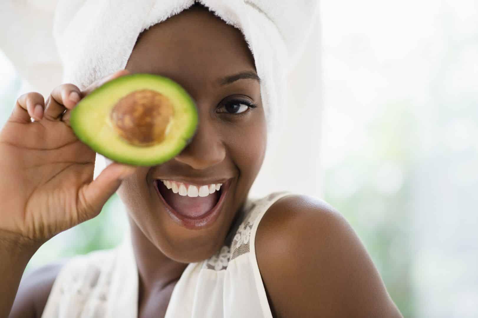 Máscara de abacate - benefícios da fruta + receitas