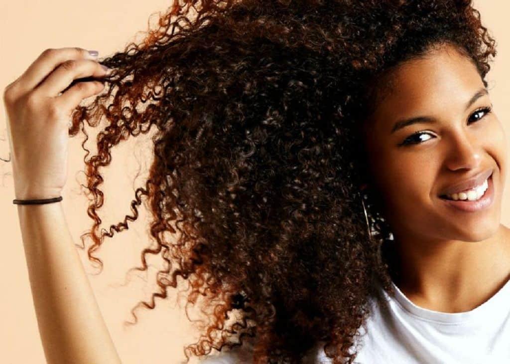 Queda de cabelo - principais causas e como evitar