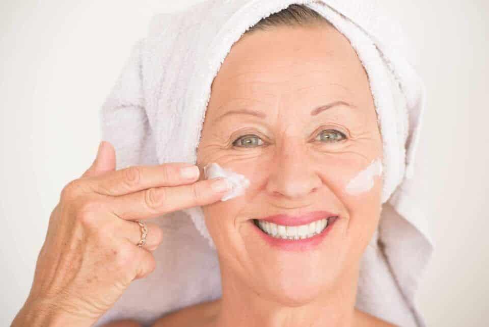 Rugas no rosto – Tipos e tratamentos para amenizar + dicas de cuidados