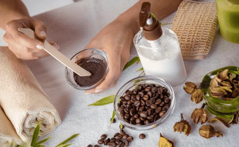 Café no cabelo, quais benefícios? Receitas caseiras para a hidratação e crescimento dos fios