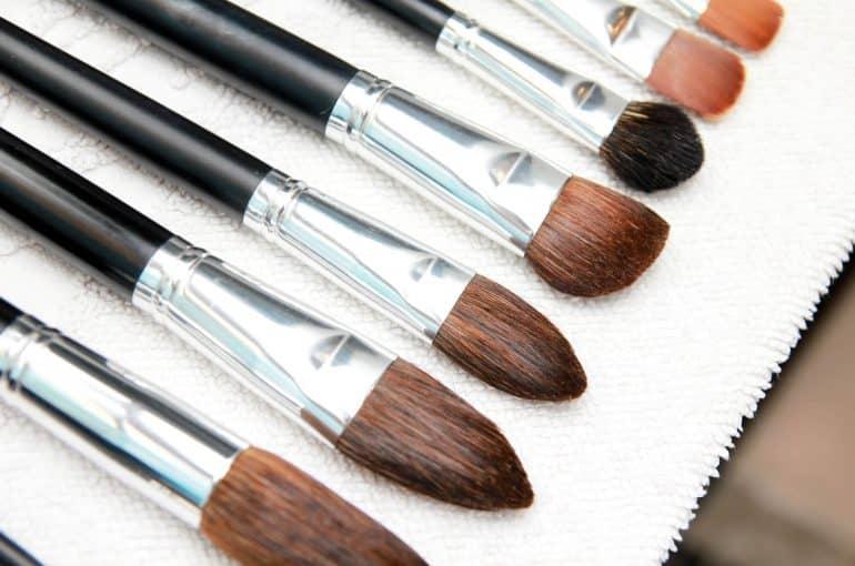 Como limpar pincel de maquiagem? Dicas e truques que vão facilitar sua vida
