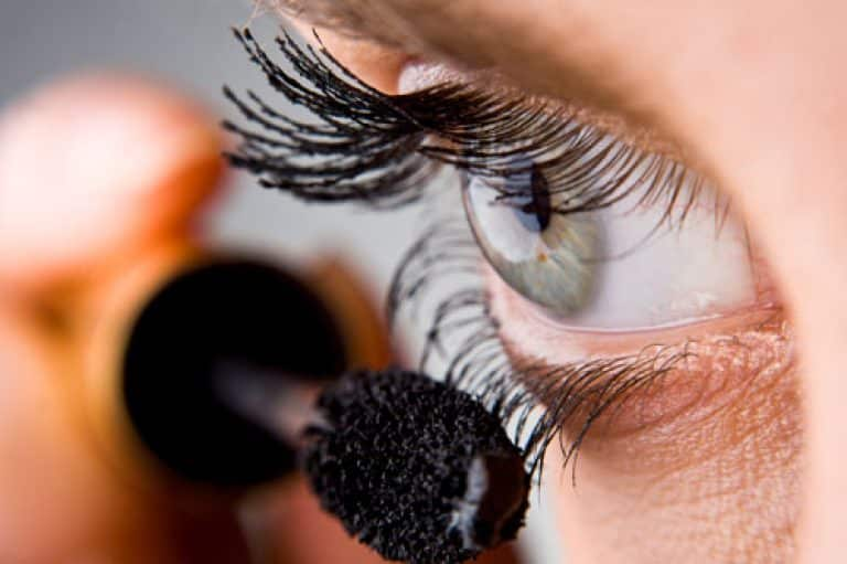 Maquiagem à prova d'água: Quais os prós e contras?