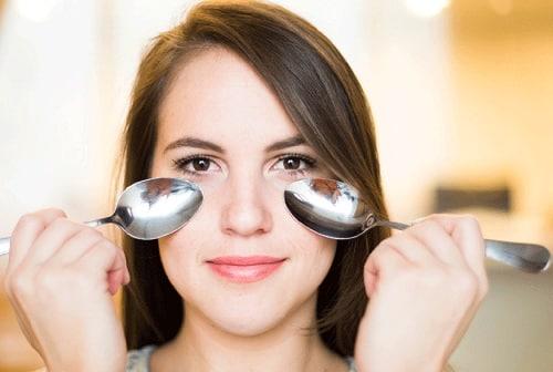 Colher gelada - truques de beleza que você precisa conhecer