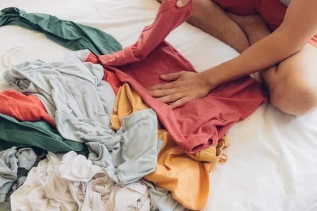 Como dobrar camiseta: truques rápidos e práticos