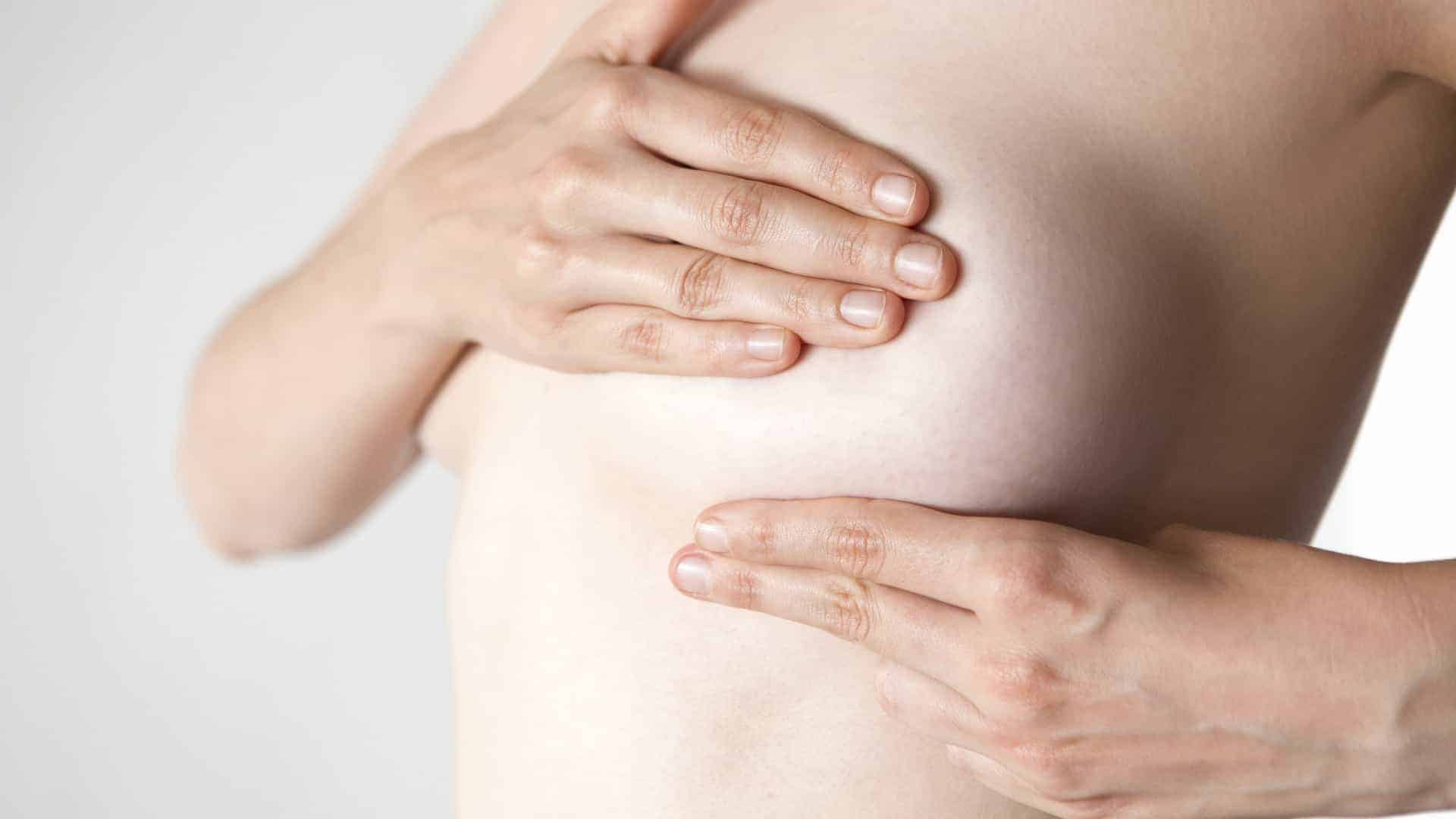 Dor na mama: principais causas e tratamentos