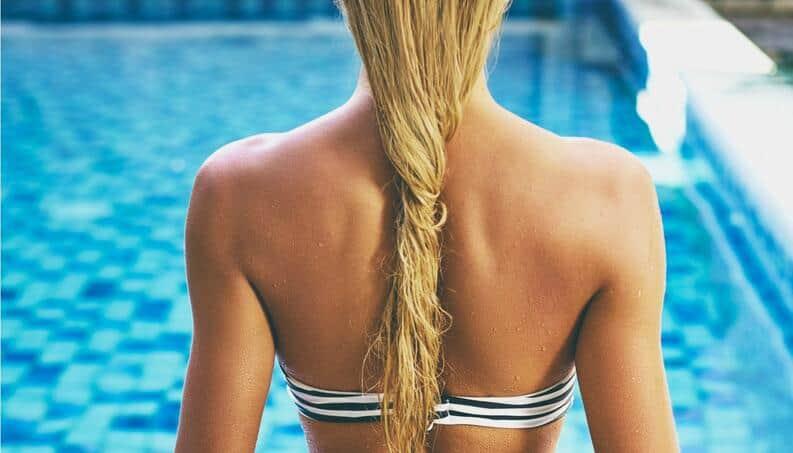 Lavar o cabelo com água mineral