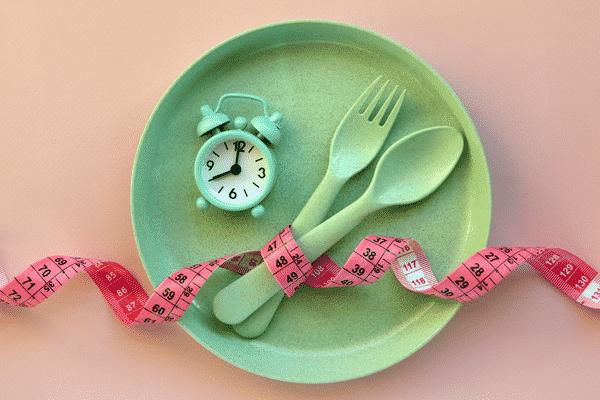 O que são calorias negativas: mitos e verdades sobre emagrecimento